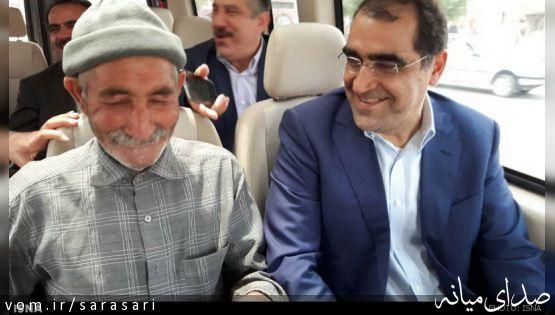 هم صحبت شدن پیرمرد و هاشمی در خودروی وزیر بهداشت+تصاویر