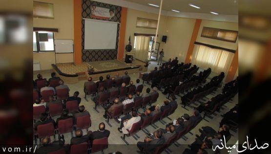 جلسه توجیهی مدیران مدارس میانه برای ثبت نام اینترنتی سرشماری نفوس و مسکن