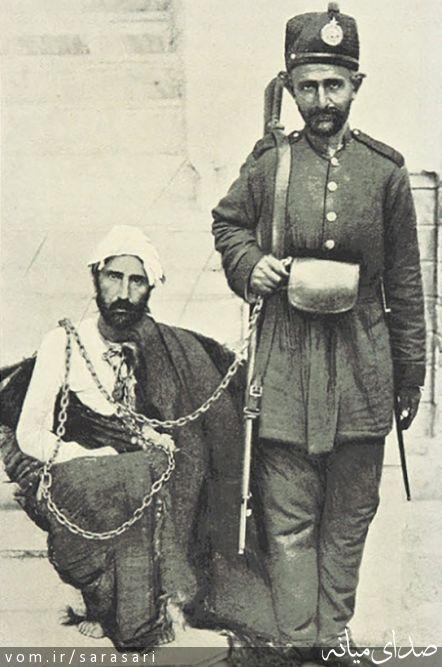 پدر رضاشاه در کنار قاتل شاه قاجار +تصویر