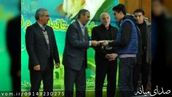 مدیرکل ورزش و جوانان آذربایجانشرقی از امیر محمد بخشی قهرمان رقابتهای تکواندو نوجوانان جهان تجلیل کرد