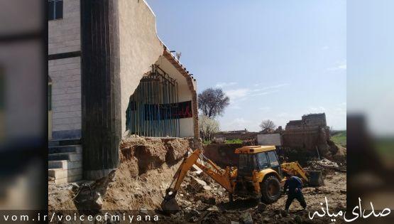 تصاویر ریزش دیوار مسجد کلوچه خالصه بخاطر گودبرداری غیراصولی!