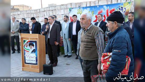 گزارش تصویری/ فرماندار ویژه میانه با حضور در جمع کارگران ساختمانی در میدان کارگر، روز کارگر را به آنان تبریک گفت