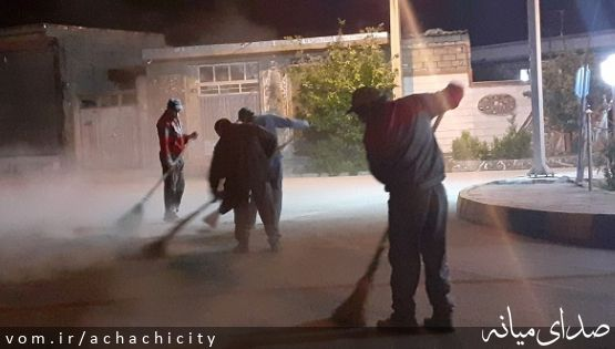 تنظیف شبانه معابر شهر آچاچی در روزهای کرونایی توسط کارگران زحمتکش شهرداری آچاچی