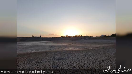 تصاویری از خشک شدن سد کزرج شهرستان میانه